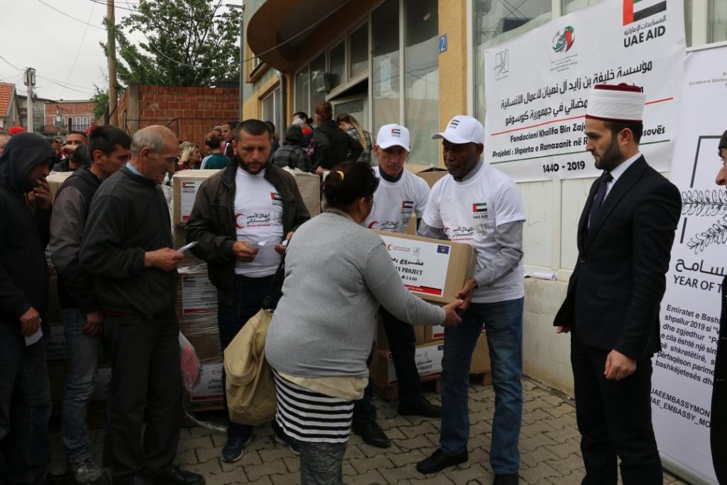 """Dega e shoqatës """"Bereqeti"""" në Prishtinë shpërndau 250 pako ushqimore"""