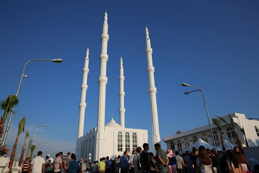 """U përurua xhamia madhështore""""Riza Bajrami"""" në Shkozet të Durrësit ..."""